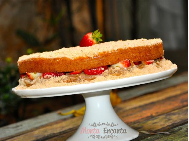 Naked Cake Red Velvet: Brigadeiro de Ninho + Morangos