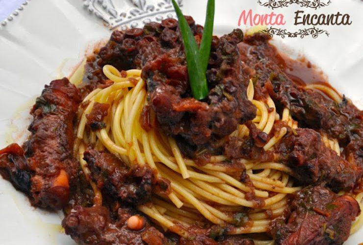 Spaghetti de polvo ao vinho tinto
