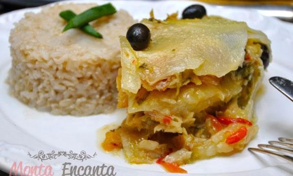 Bacalhau em camadas, com  batatas e limão siciliano.