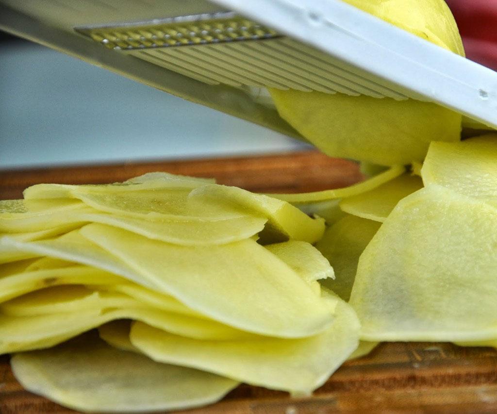 bacalhau-batatas-camadas-azeite-azeitona-portuguesa-pimentao-monta-encanta9