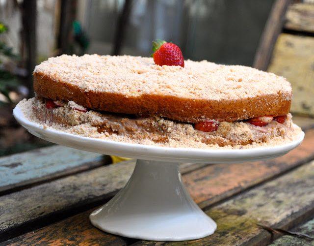 Naked Cake de Morango e PassaTempo