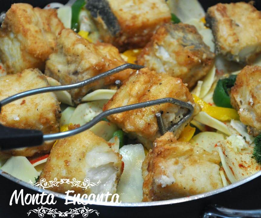 bacalhau-em-posta-batatas-pimentão-monta-encanta24