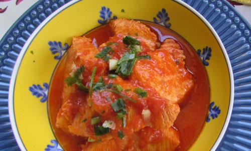 Cação ao Molho de Tomate