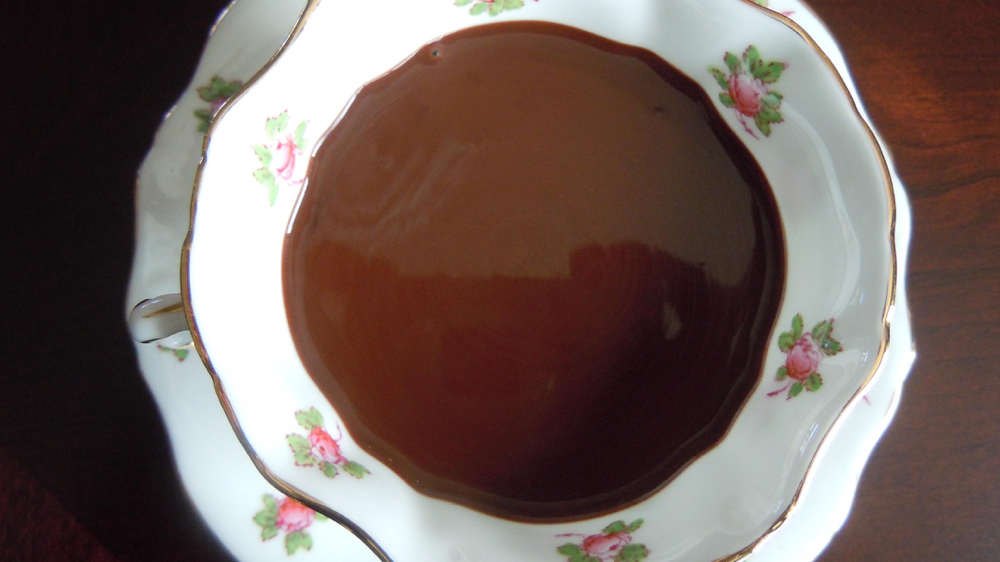 Chocolate-bundt-chocolate-sauce-011