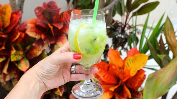 Bebidinha de kiwi com limão e soda, bem suave!