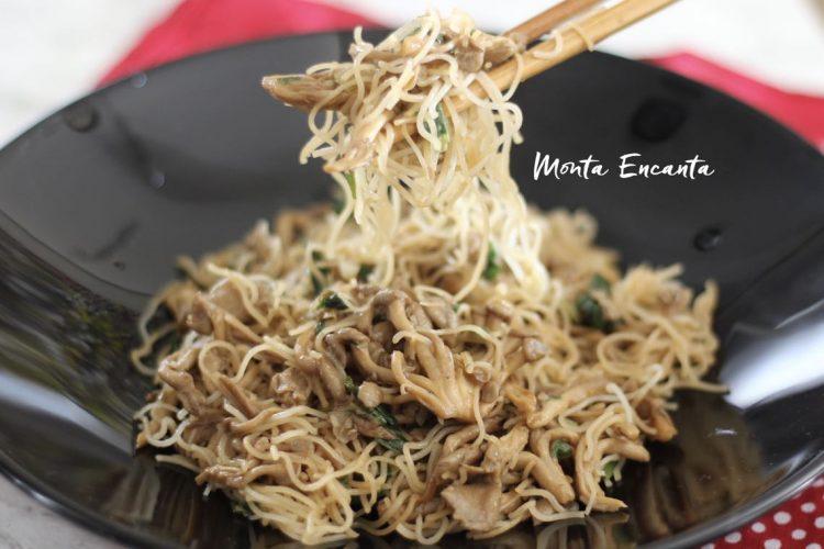 Bifum com Shimeji, macarrão de arroz!
