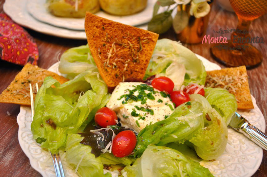 Salada+de+alface+americana,+tomate+cereja+e+muzzarela+de+bufala+-+monta+encanta24