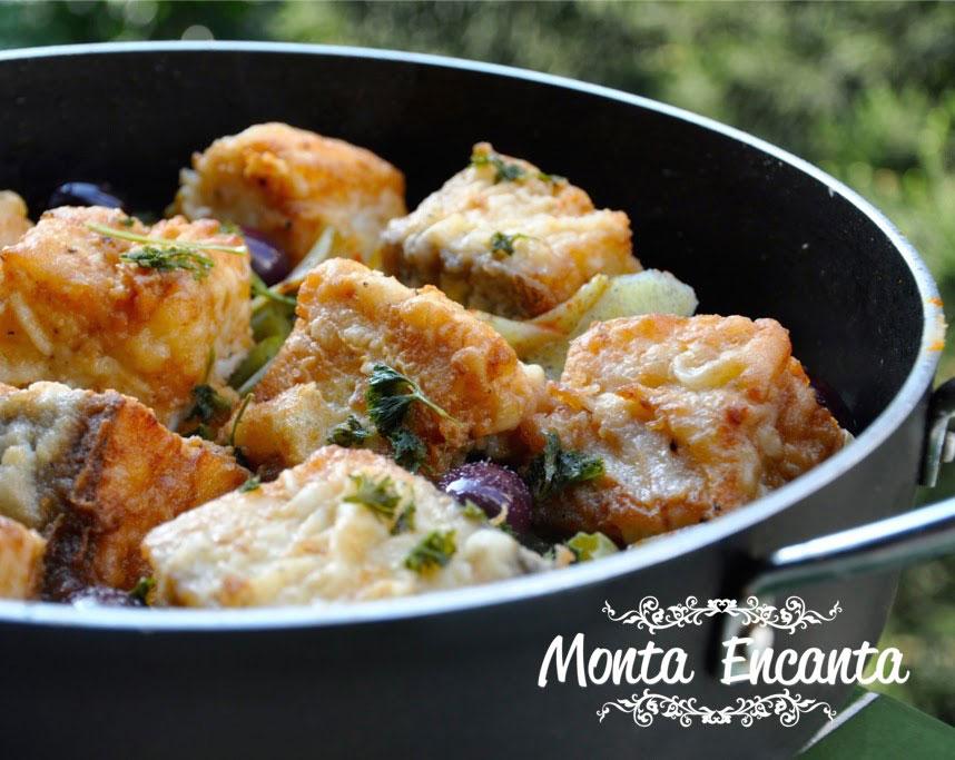 bacalhau-em-posta-batatas-pimentão-monta-encanta38