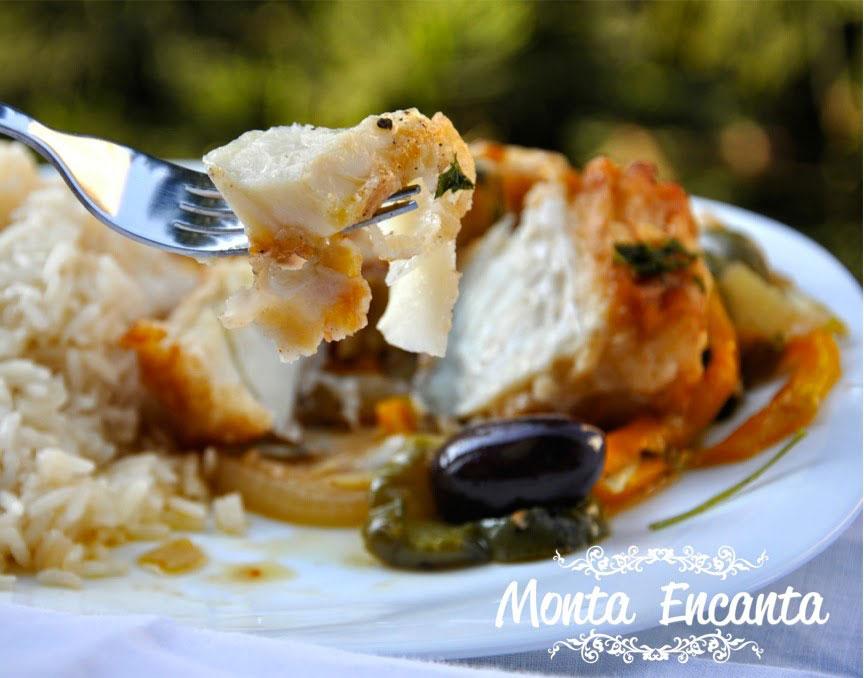 bacalhau-em-posta-batatas-pimentão-monta-encanta65