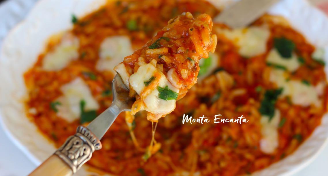 risoto de pizza com tomate, orégano e queijo pucha
