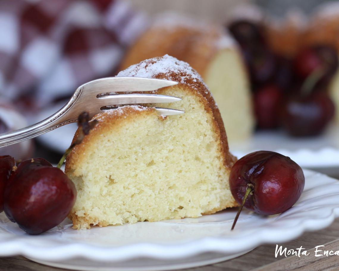 bolo de iogurte com limão e cereja fresca
