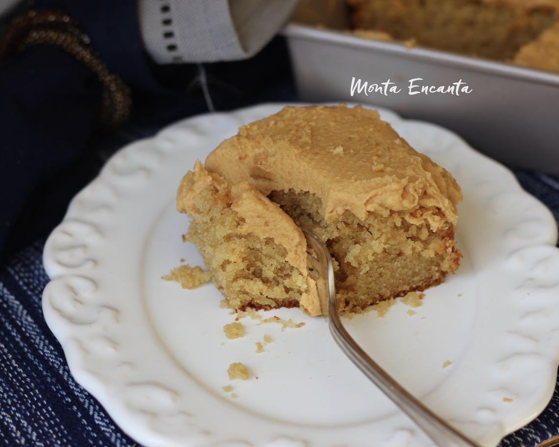 bolo de manteiga de amendoim com cobertura glacê de penaut butter