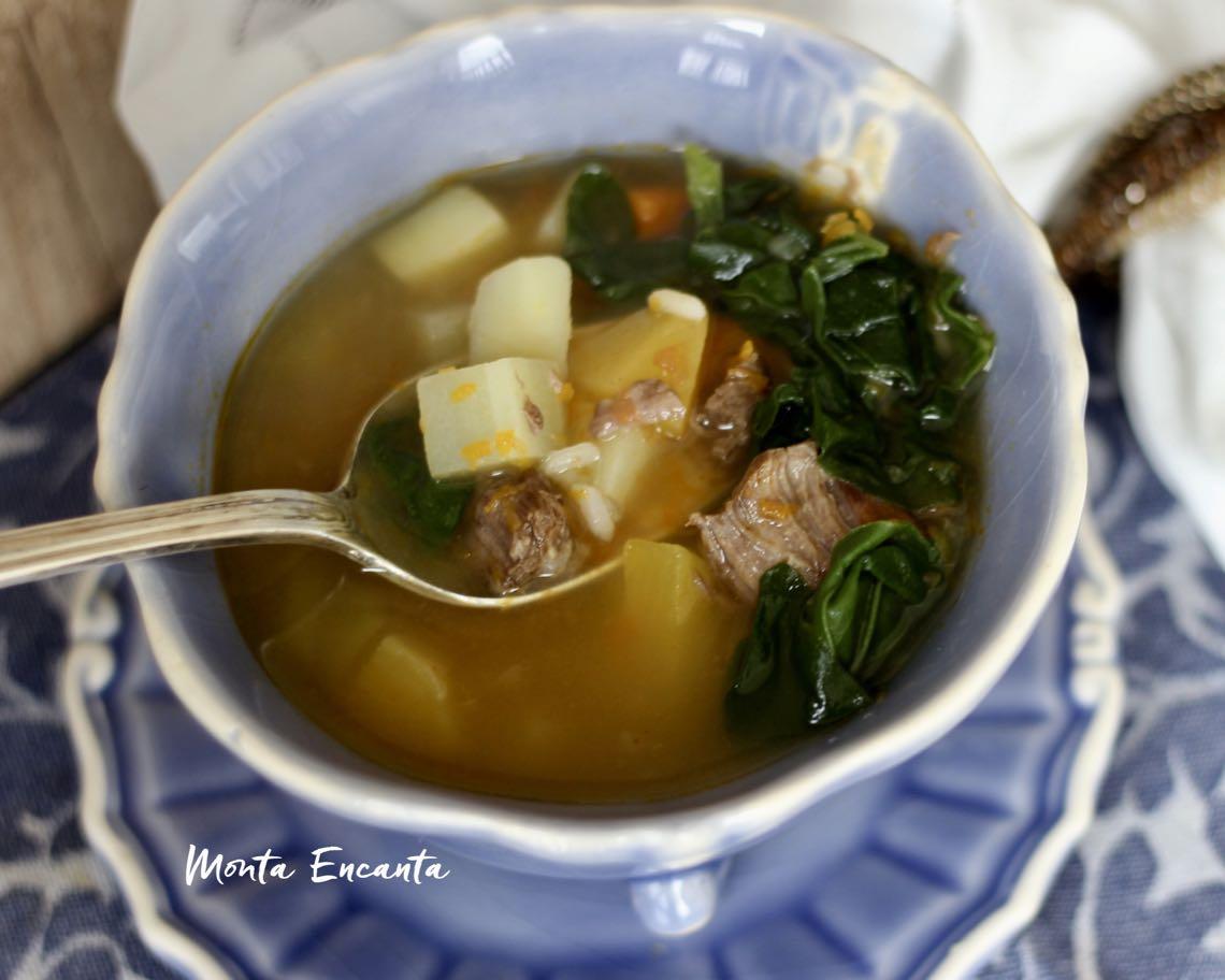 sopa de caldo de carne