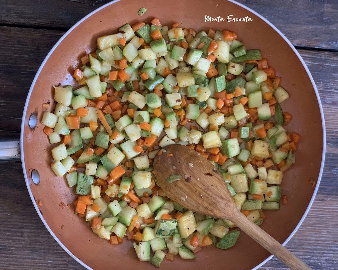 abobrinha com cenoura caramelizada e refogada na manteiga