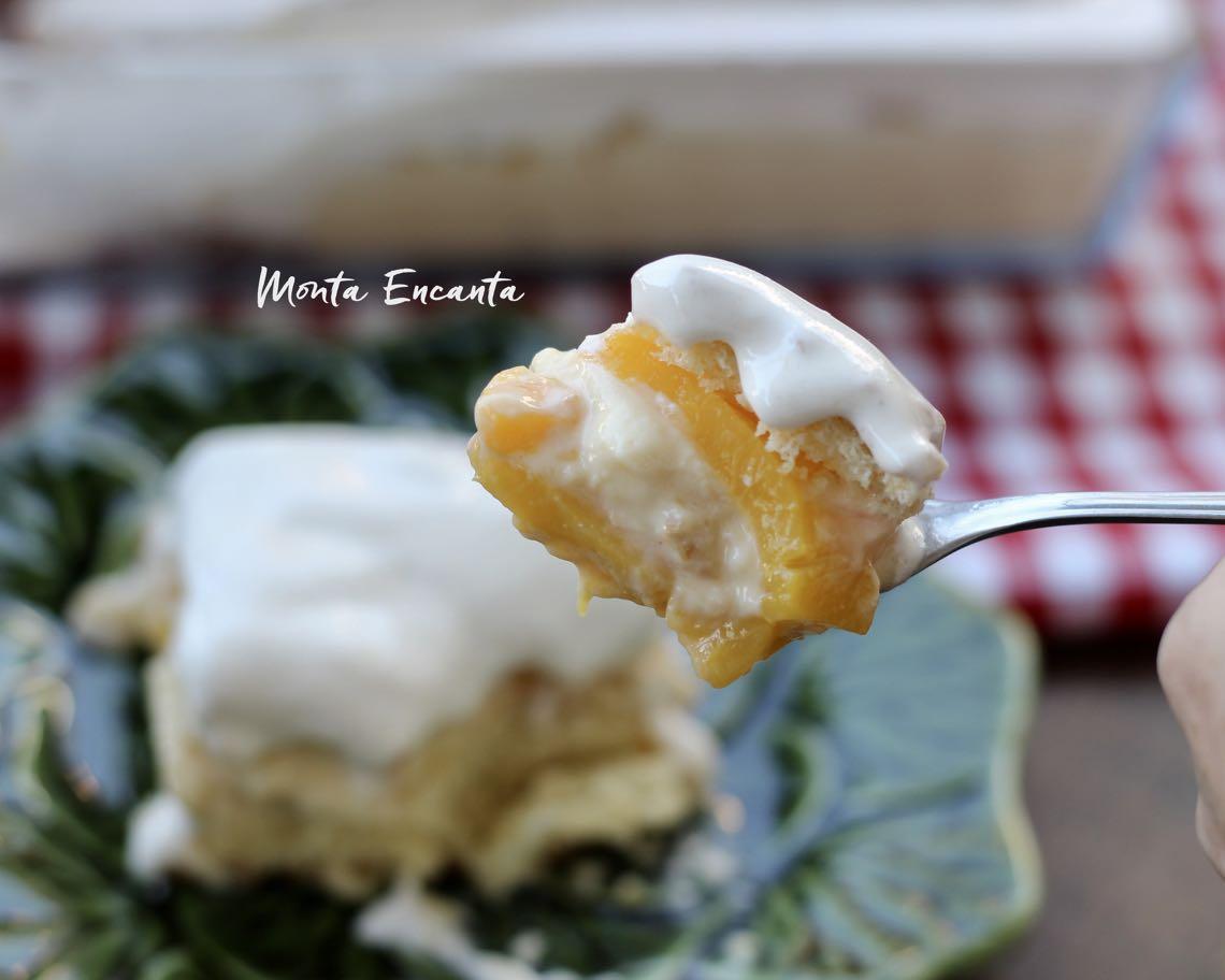 bolo belga gelado com pessego em calda