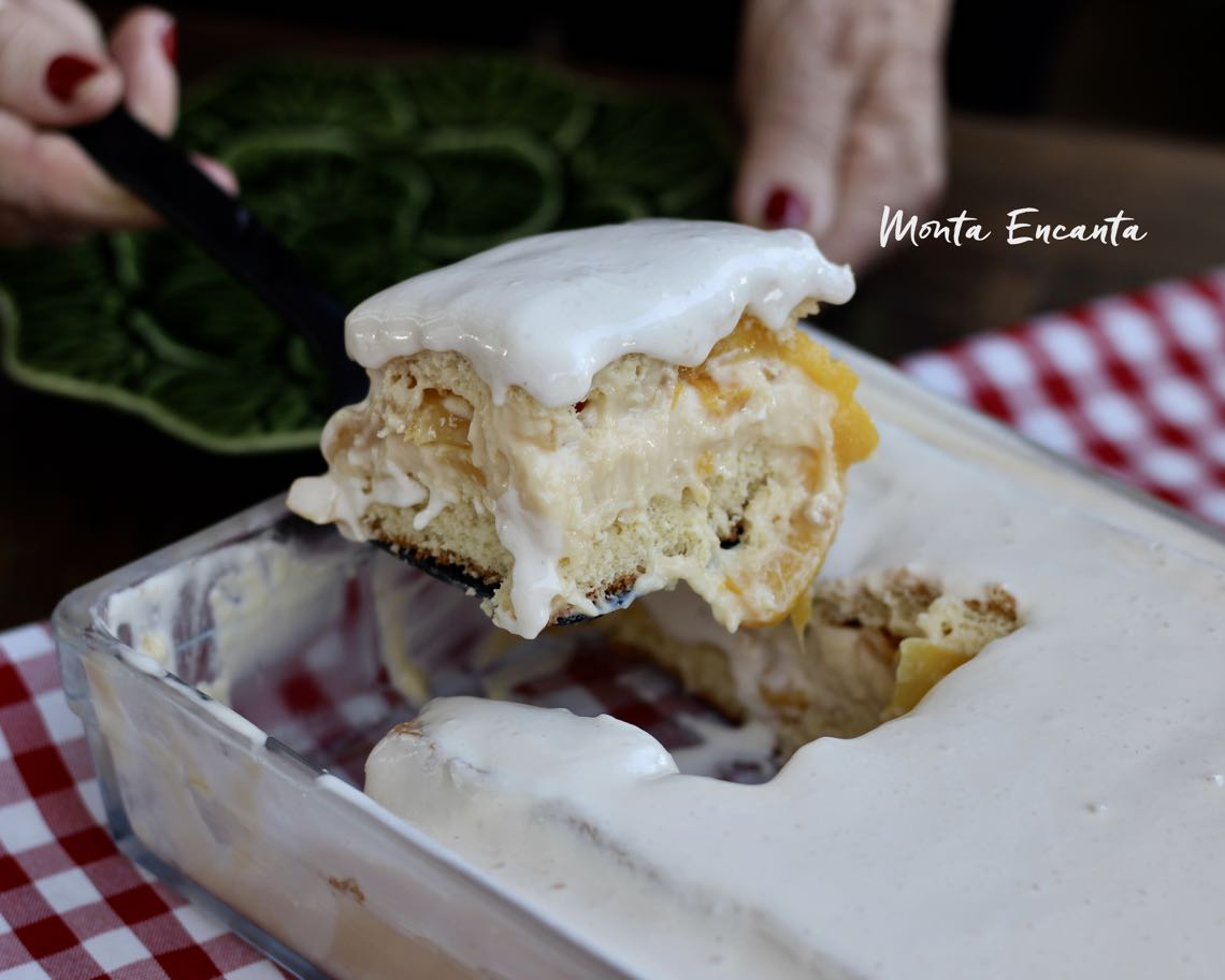 bolo belga gelado com pessego