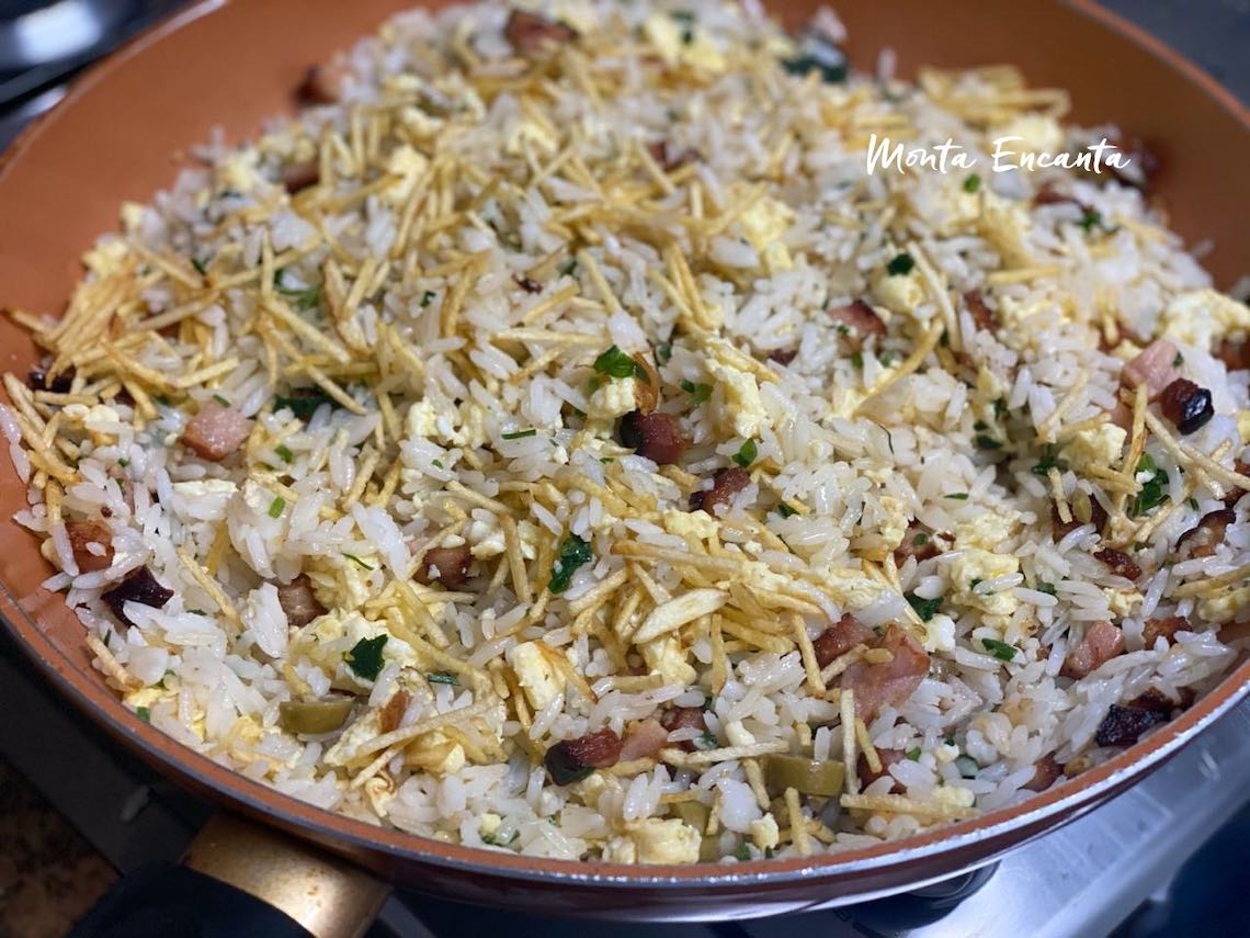 arroz biro biro com ovos e bacon