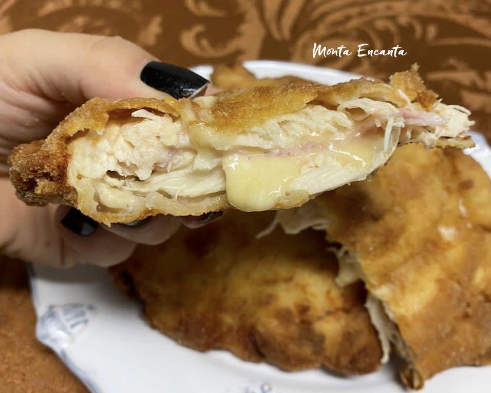 filé de frango empanado e recheado